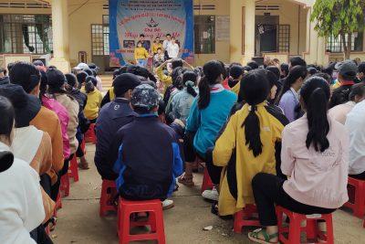 Chương trình giao lưu văn nghệ với học sinh khuyết tật Việt Nam